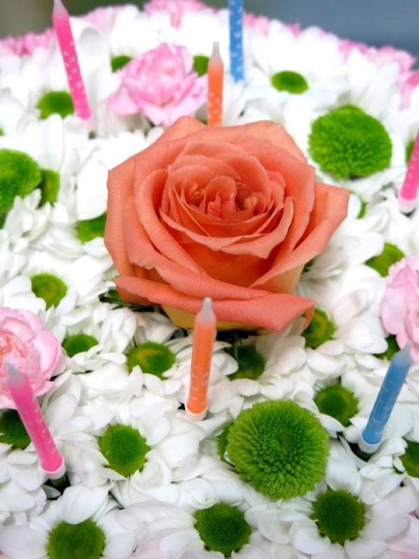 Tarta de Flores. Feliz Cumpleaños - Foto 4