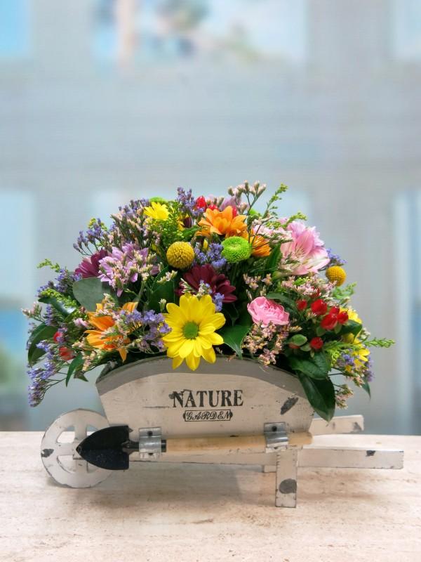 Carretilla con flores naturales - Foto 3