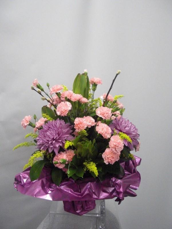Ramo de flor variada en malva y rosa - Foto principal