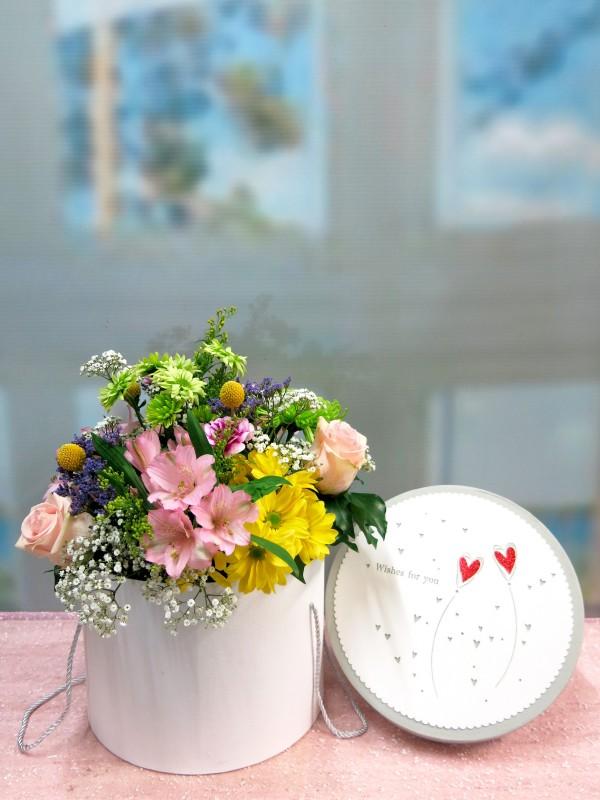 Flor variada en caja con tapa - Foto principal