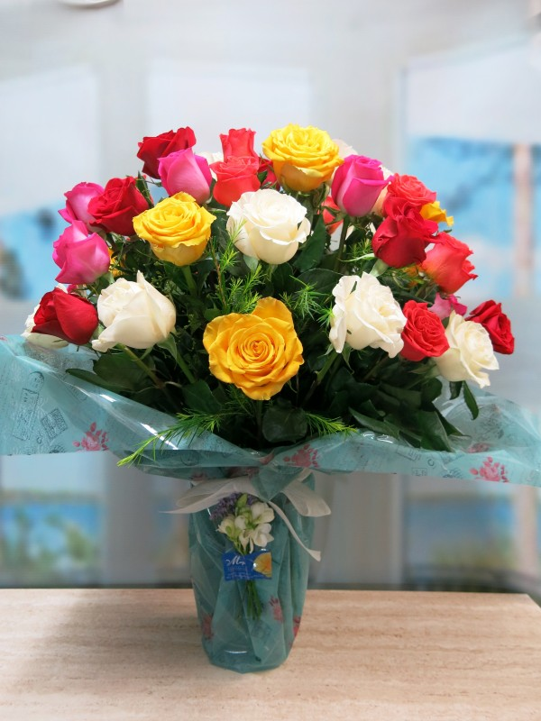 Spectacular Vase of 50 Varied Roses - Foto 4