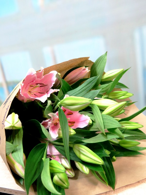 Lilium for me. 10 stems. - Foto principal
