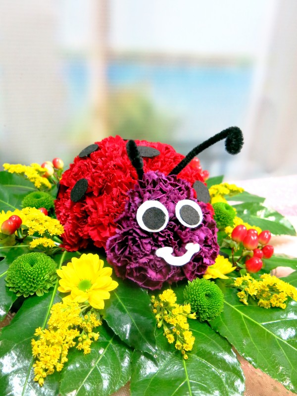 Ladybug made with Carnations - Foto principal