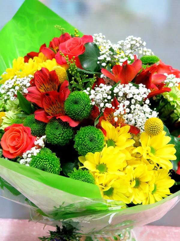 Ramo de flor variada de primavera - Foto 2
