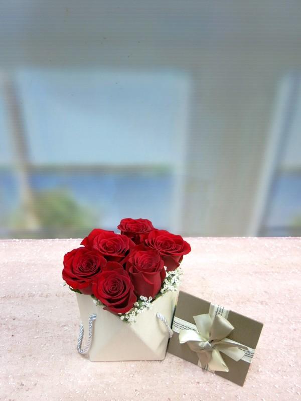 Original box with 6 Roses to send home - Foto 2