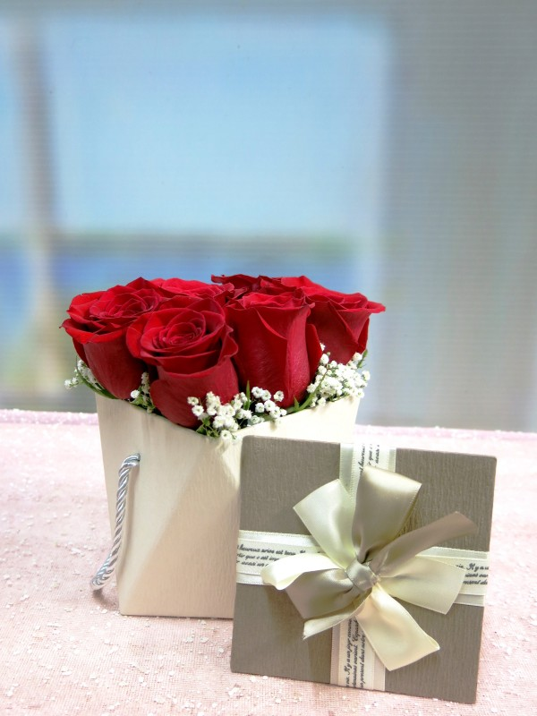 Original box with 6 Roses to send home - Foto principal
